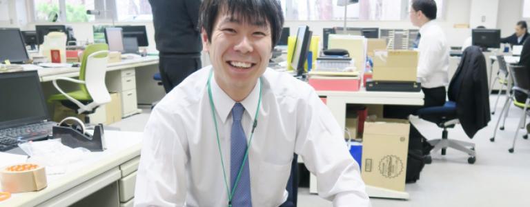 吉田システムは、多様な人材が 活躍できる環境です。 オフィス環境など、 福利厚生をご紹介します。